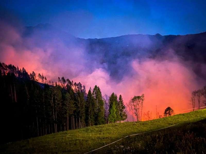 Waldbrand in Leppen: Über 20 Hektar betroffen | VK24